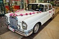 Zabytkowe auto ślubne